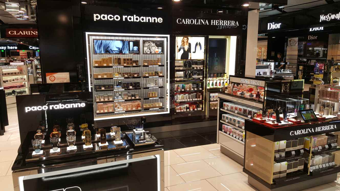 73982d047d Design, development, manufacturing and installation of Carolina Herrera &  Paco Rabanne back wall and Carolina Herrera counter at Barcelona airport.
